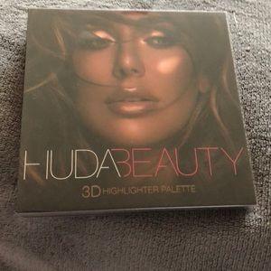 Huda Beauty 3D Highlighter Palette.